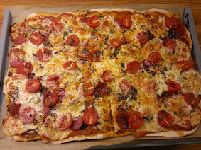 Pizza med chilisterk tomatsaus