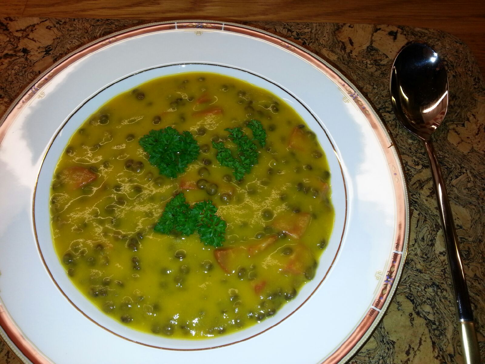 Grønn linsesuppe med sting