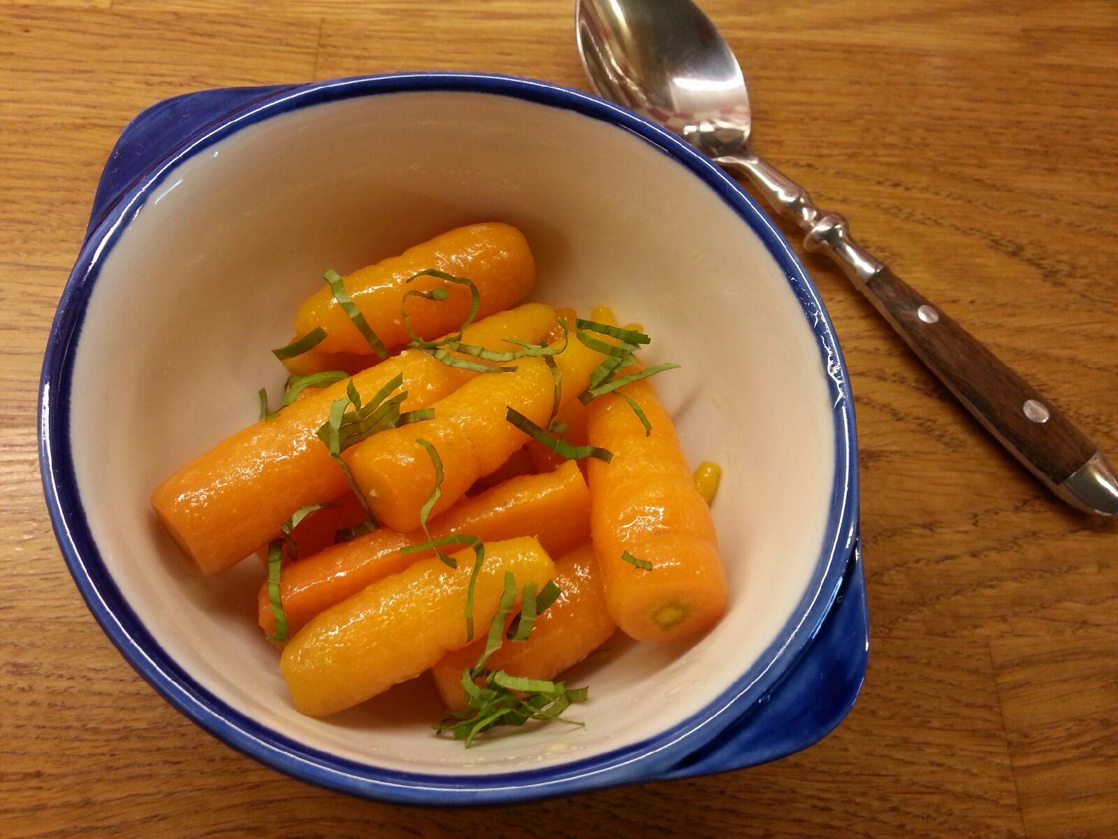 Smørkokte, nye gulrøtter