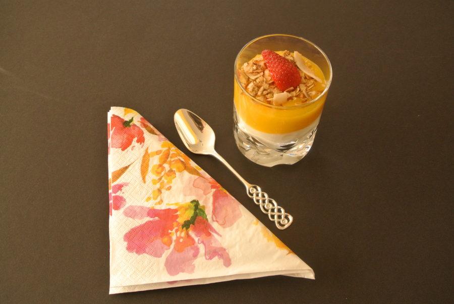 Gresk yoghurt med mangopuré