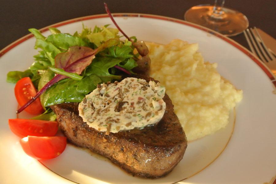 Okse indrefilet med soppsmør og potet- og pastinakkpuré