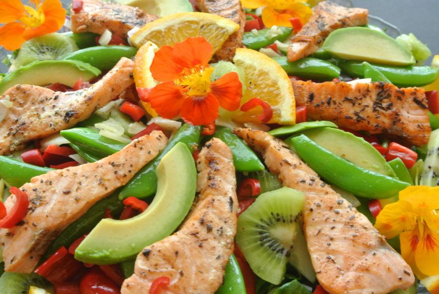 Laksesalat med appelsin og kiwi