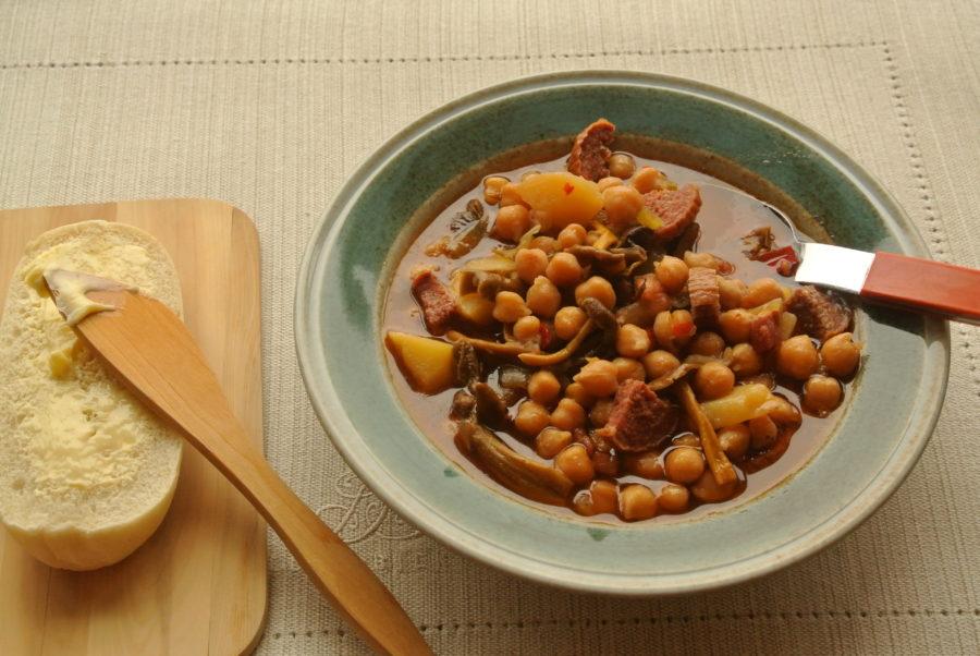 Varmende høstgryte med kikerter og chorizo
