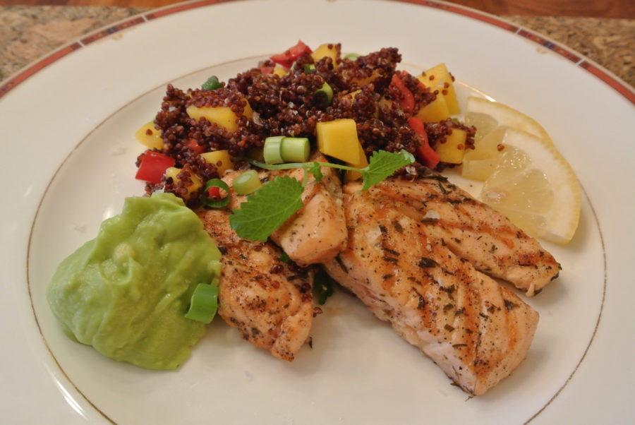 Grillet laks med quinoasalat og avocadokrem