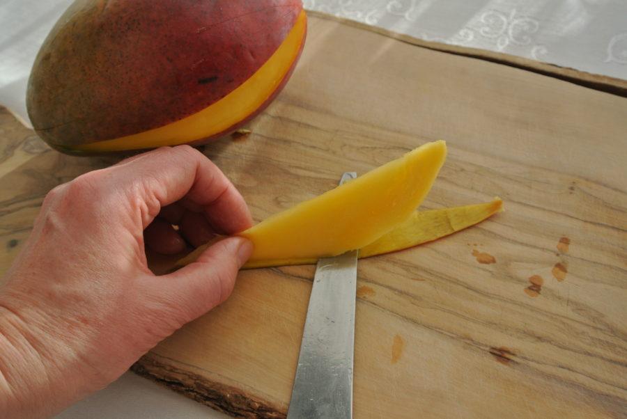 Hvordan skrelle mango på en enkel måte