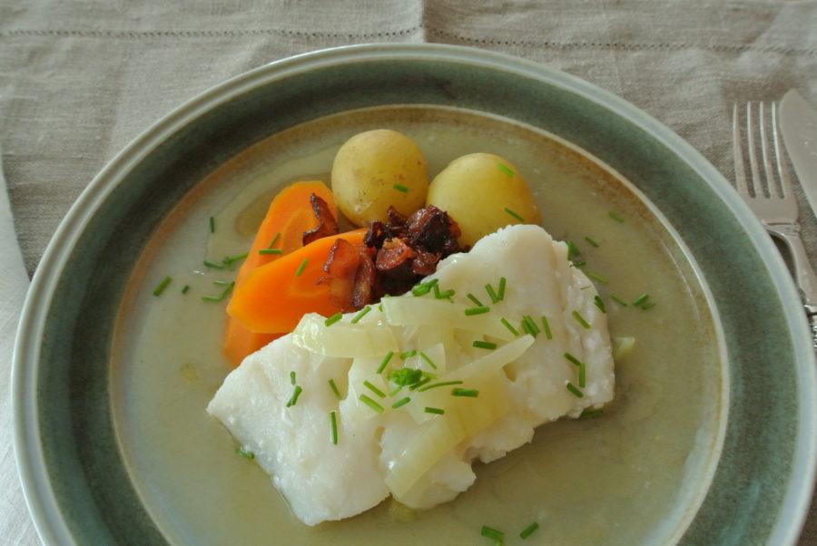 Hermods lettsaltede torsk med løksaus og bacon