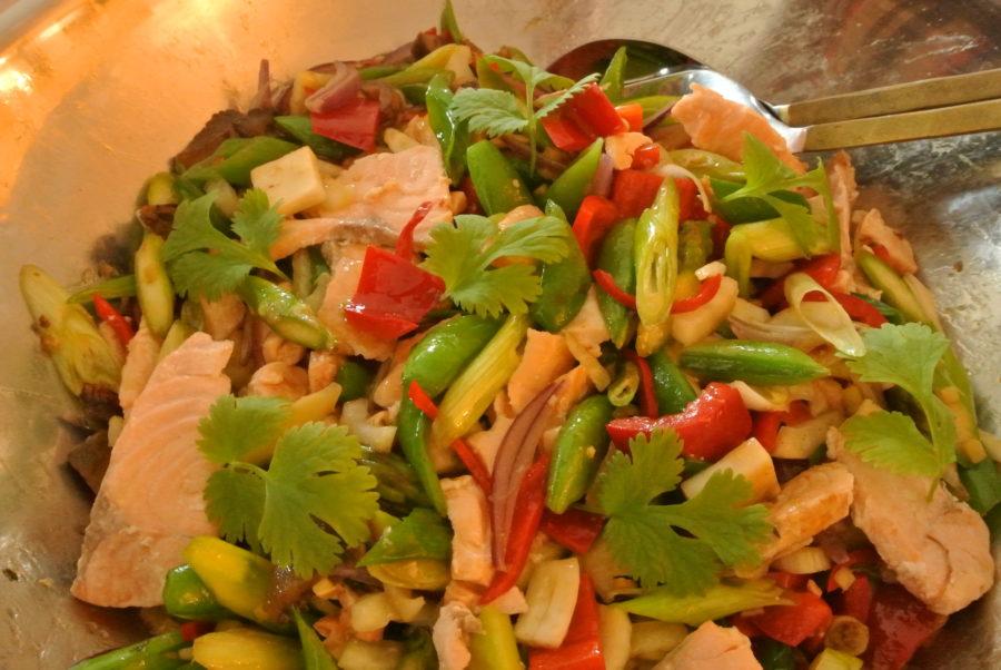Laksewok med asparges og fennikel