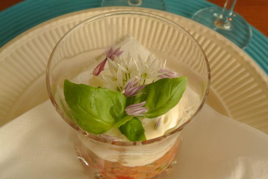 Laksetartar med kapers og tomater