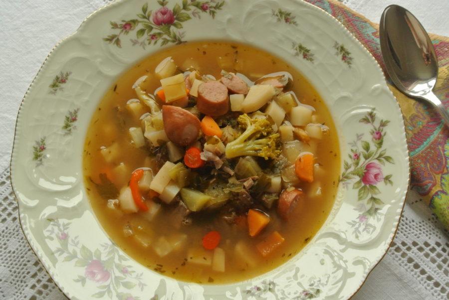 Kjøtt- og grønnsakssuppe (restesuppe)