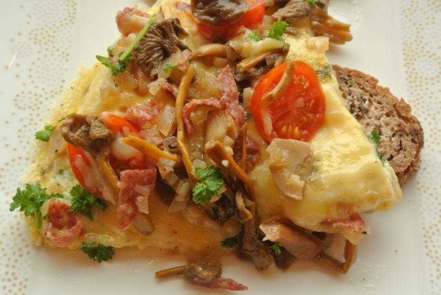 Omelett med sopp og salami