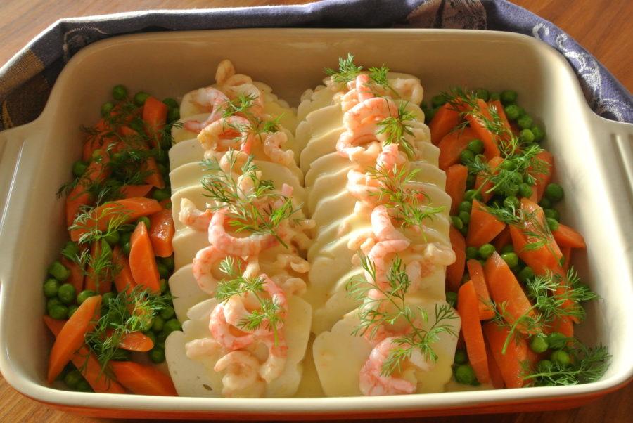 Søndagsfin fiskepudding med fløtesaus og reker