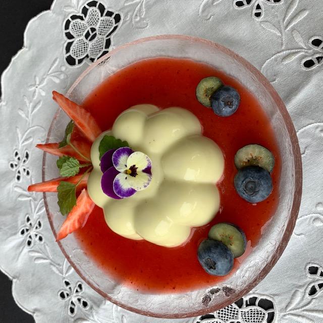 Pannacotta på bladskudd av rogn (vårens beste dessert)