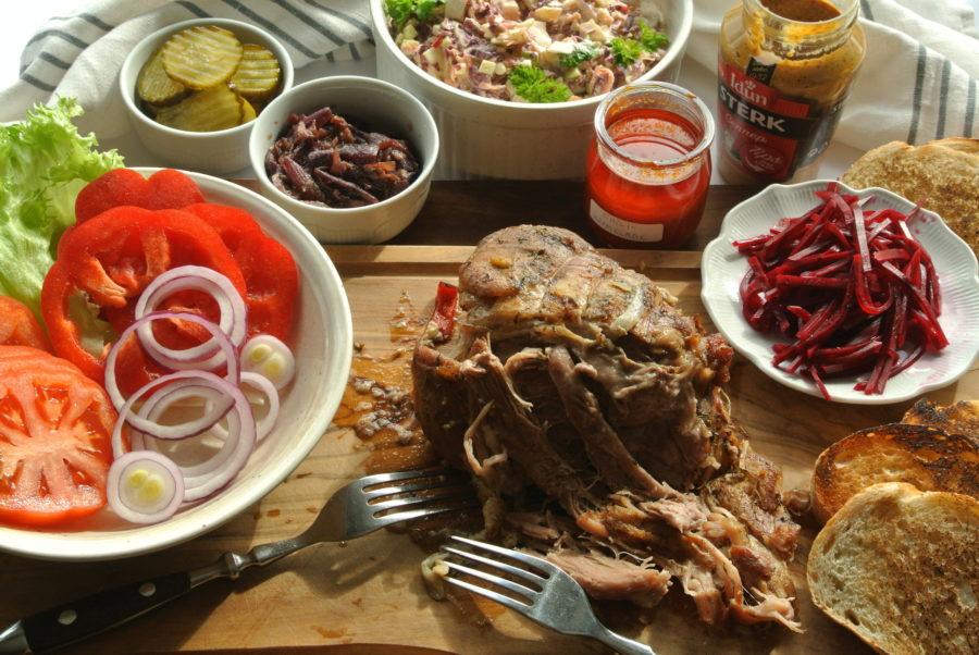 Langtidsbakt svinenakke (pulled pork)