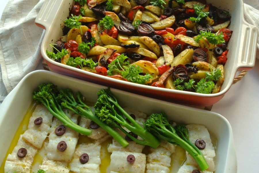 Ovnsbakt torsk med ovnsbakt potet- og grønnsaksblanding