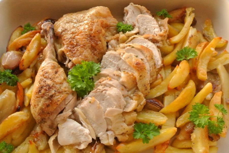 Ovnsbakt kylling over potet- og løkform