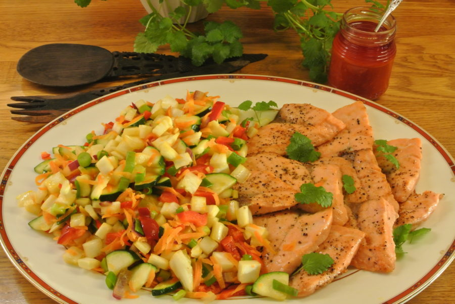 Stekt laks med varm grønnsakssalat