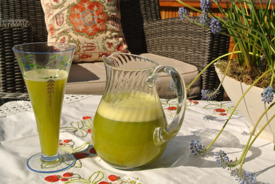 Appelsinjuice med ingefær og mynte